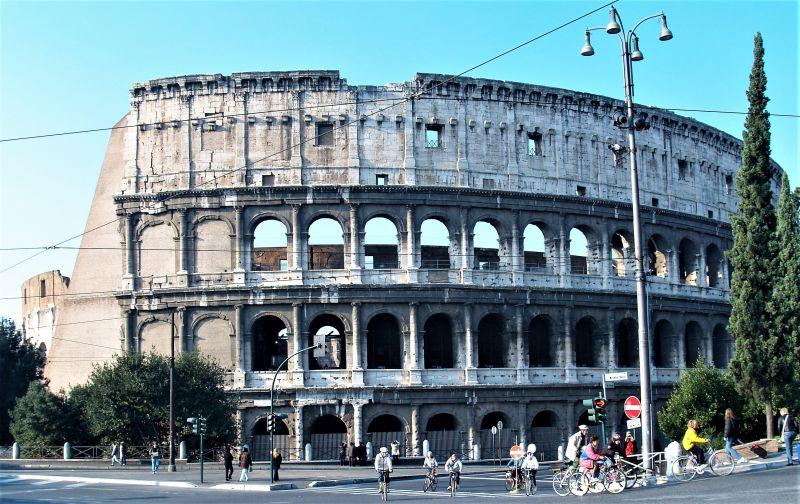 Das Kolosseum in Rom. Ein Teil des Rundbogens.
