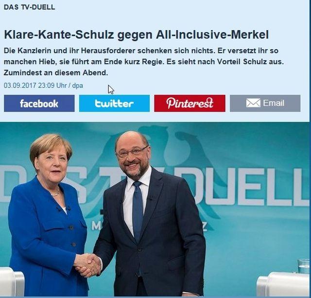 Angela Merkel und Martin Schulz schütteln sich die Hände.
