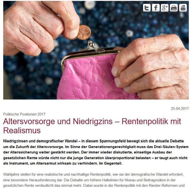 Ausschnitt aus einer GDV-Präsentation. Die Hand einer älteren Fru hält eine Kupfermünze über ihrem Geldbeutel.