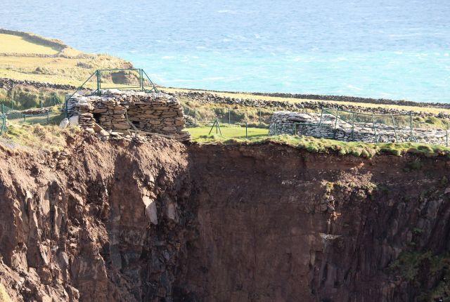 Wo einst ein Teil des Dunbeg Forts stand, da klafft jetzt eine Lücke. Die NMauern sind ins Meer gestürzt.
