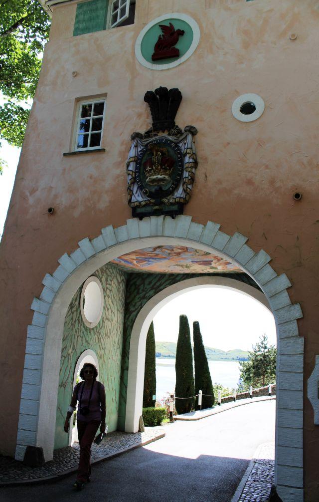 Hans Feibusch bemalte die Decke im Gate House von Portmeirion in Wales. www.deutschland-geliebte-bananenrepublik.de