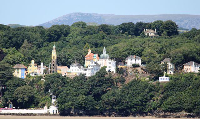 Portmeirion - Sir Williams-Ellis - ein Traum wurde wahr: Sein itralienisches Dorf ist direkt an der walisischen Küste gelegen und ist einbebettet in eine Parklandschaft.