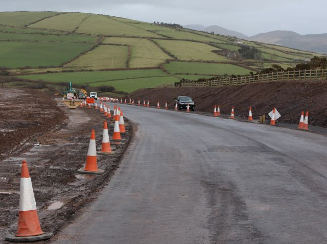 Irland zwischen Brexit und Wassergebühren: Ausbau der Verkehrsinfrastruktur häufig ohne Rücksicht auf die Natur - wie hier an der N 86 zwischen Tralee und Dingle.