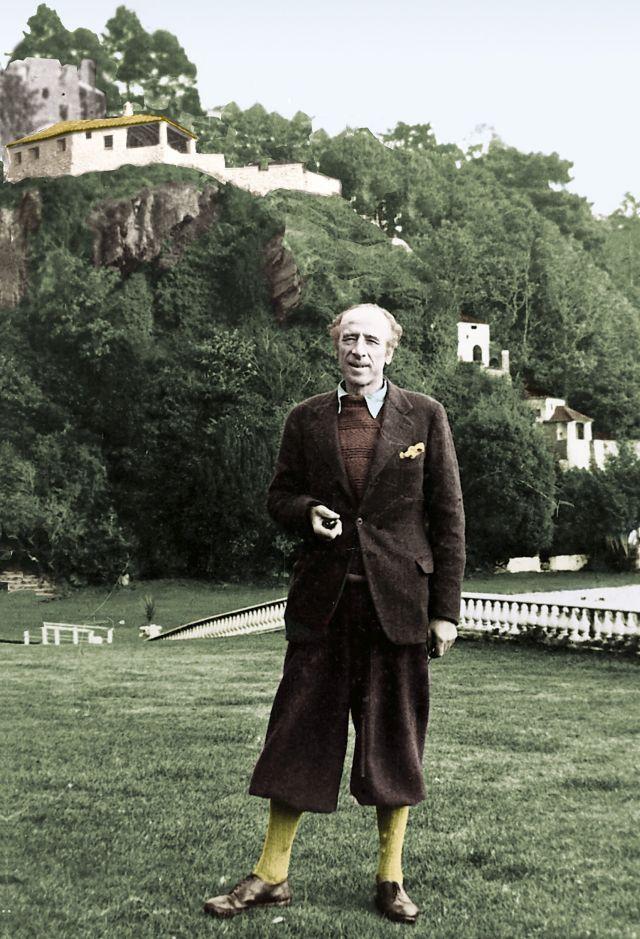 Portmeirion in Wales, ein italienisch anmutendes Küstendorf - geschaffen von Sir Clough Williams-Ellis, hier im Jahre 1928.