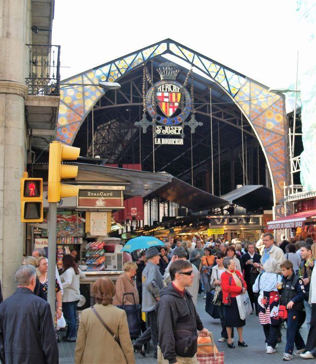 Barcelona ist eine weltoffene Stadt mit schönen Einkaufsmöglichkeiten.