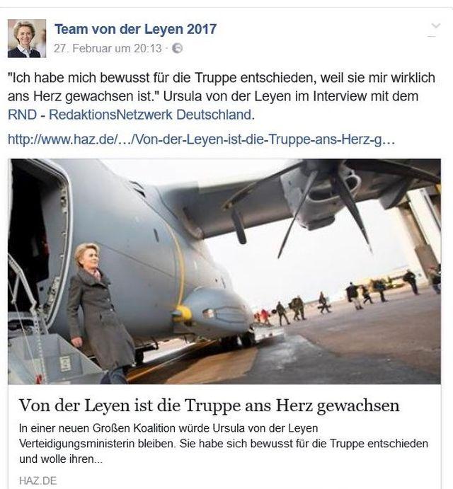 Ursula von der Leyen, Verteidigungsministerin, steigt aus einem Flugzeug aus.