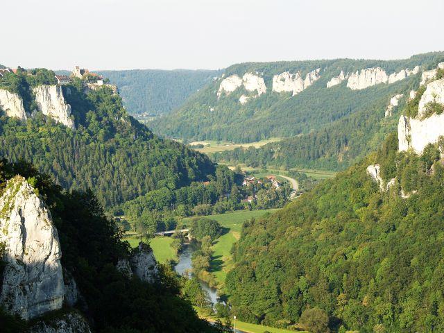 Der Donaudurchbruch beim Kloster Beuron enthüllt 160 Millionen Jahre der Erdgeschichte.