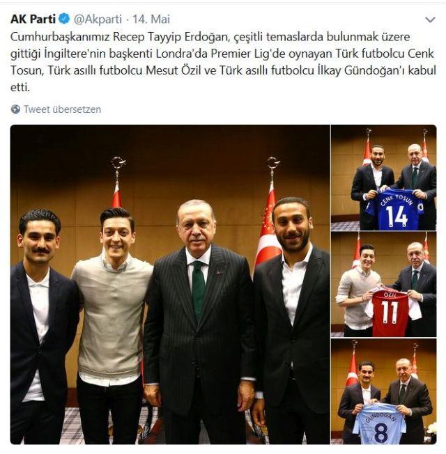 Präsident Erdogan umgeben von Özil, Gündogan und Tosun in einem Londoner Restaurant.
