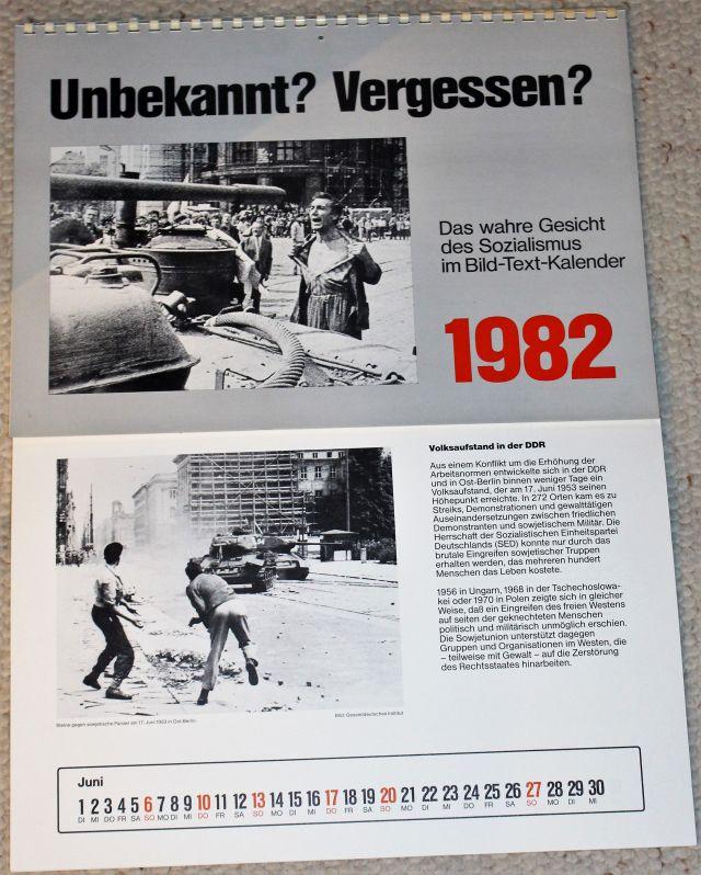 """Titelseite des Jahreskalenders """"Unbekannt? Vergessen?"""" mit einem Mann, der sich in der damaligen Tschechoslowakei einem Panzer entgegenstellt. Darunter das Juni-Blatt mit zwei Männern, die einen Sowjetpanzer mit Steinen bewerfen."""