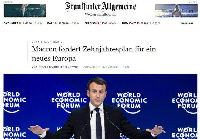 """Emmanuel Macron mit ausgebreiteten Armen beim Weltwirtschaftsgipfel in Davos mit dem FAZ-Titel """"Macron fordert Zehnjahresplan für ein neues Europa""""."""