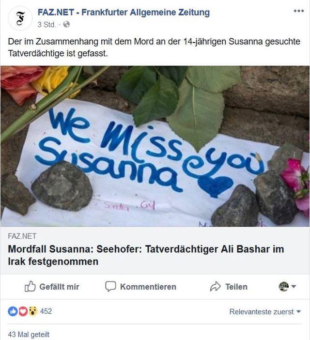"""""""We miss you Susanna"""". Aufschrift zu ihrem Gedenken, umgeben von Blumen."""