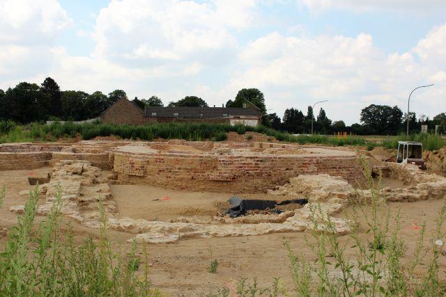 Nur noch wenige Backsteinmauern sind vom Immerather Dom zu sehen.