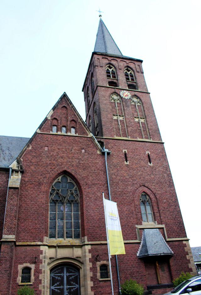 Aus rotem Backstein wurde die Kirche in Keyenberg gebaut, doch bald wird auch sie abgerissen.