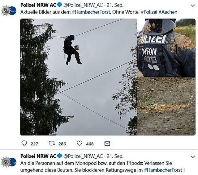 Eine Person hangelt sich an einem Seil von Baum zu Baum. Ein Polizist wurde von Fäkalien getroffen.