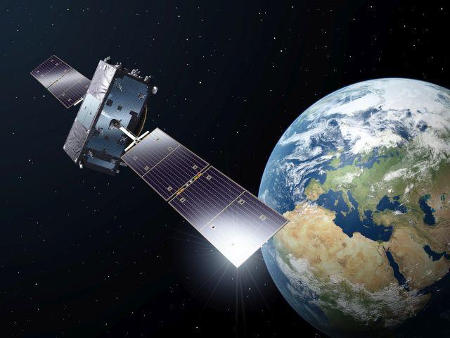 Grafik mit einem stilisierten Satelliten und der Erdkugel.