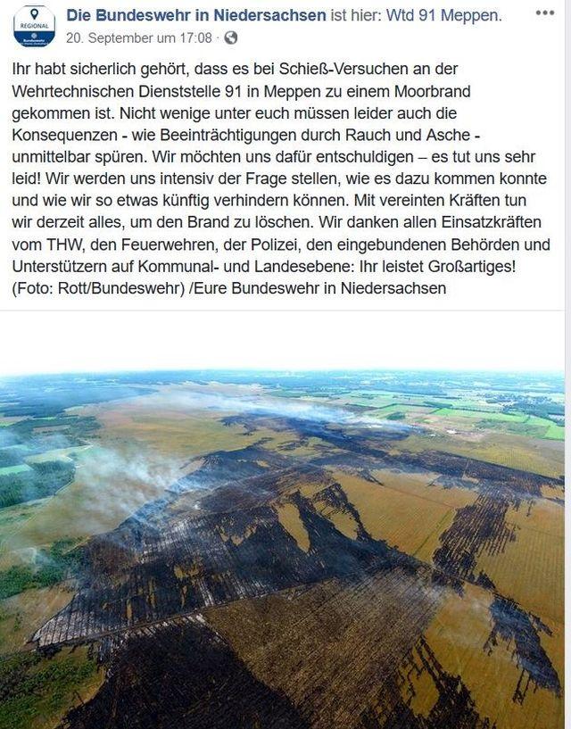 Facebook-Post mit einer Luftaufnahme, die das verbrannte Moor in schwarzen Farben zeigt.