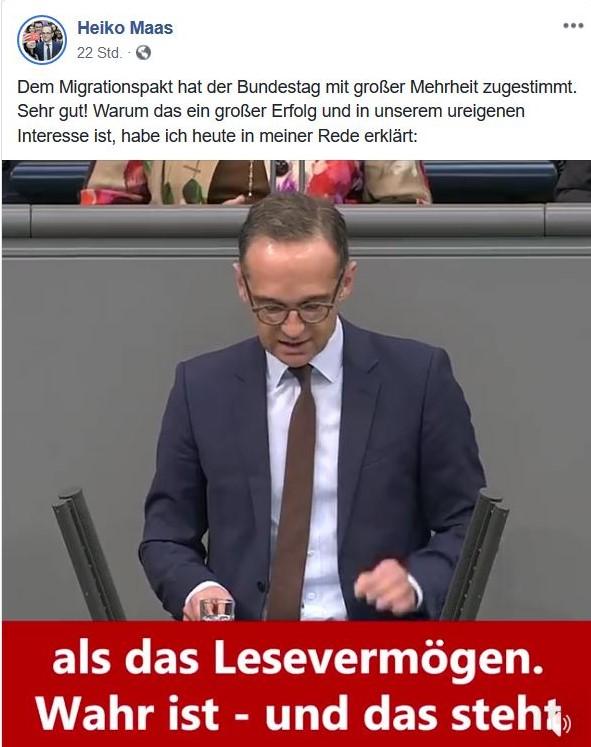 """Heiko Maas am Rednerpult im Reichstag mit dem Hinweis auf das """"Lesevermögen"""", das er Kritikern abspricht."""