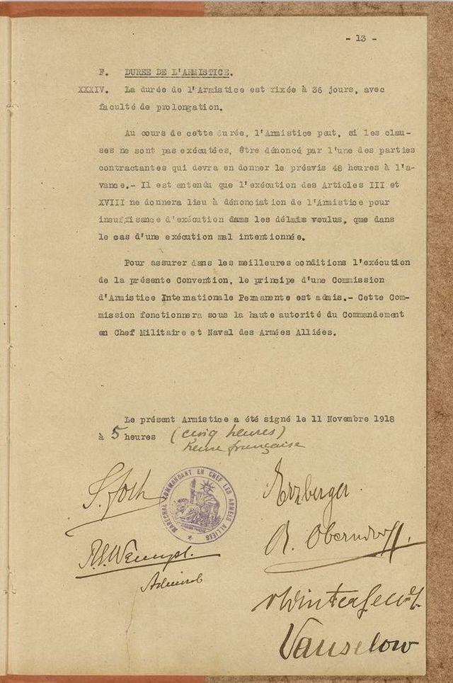 Das letzte Blatt der Waffenstillstandserklärung it den Unterschriften u.a. von Marshall Foch und Matthias Erzberger.