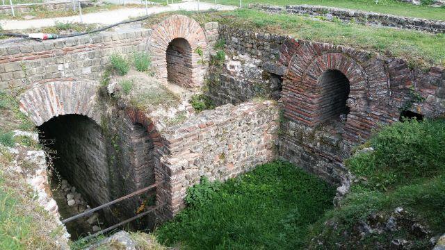 Blick in den aus Steinen gemauerten Keller der Kaisertherme. Von dort aus wurden z.B. die Bäder beheizt.