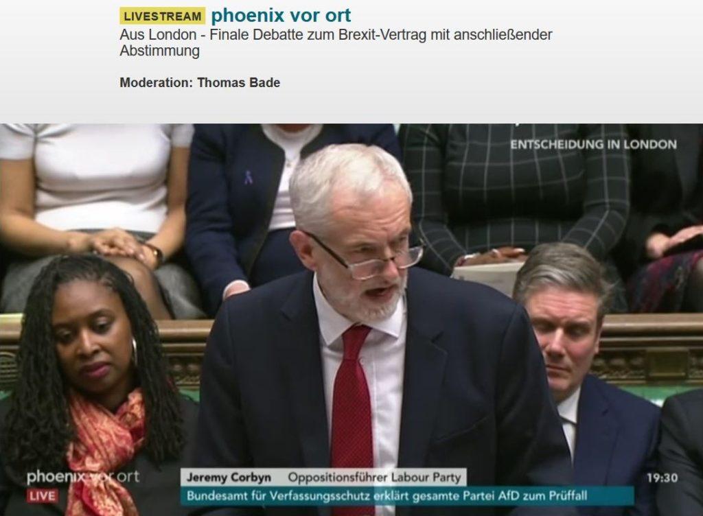 Jeremay Corbyn mit roter Krawatte im Unterhaus