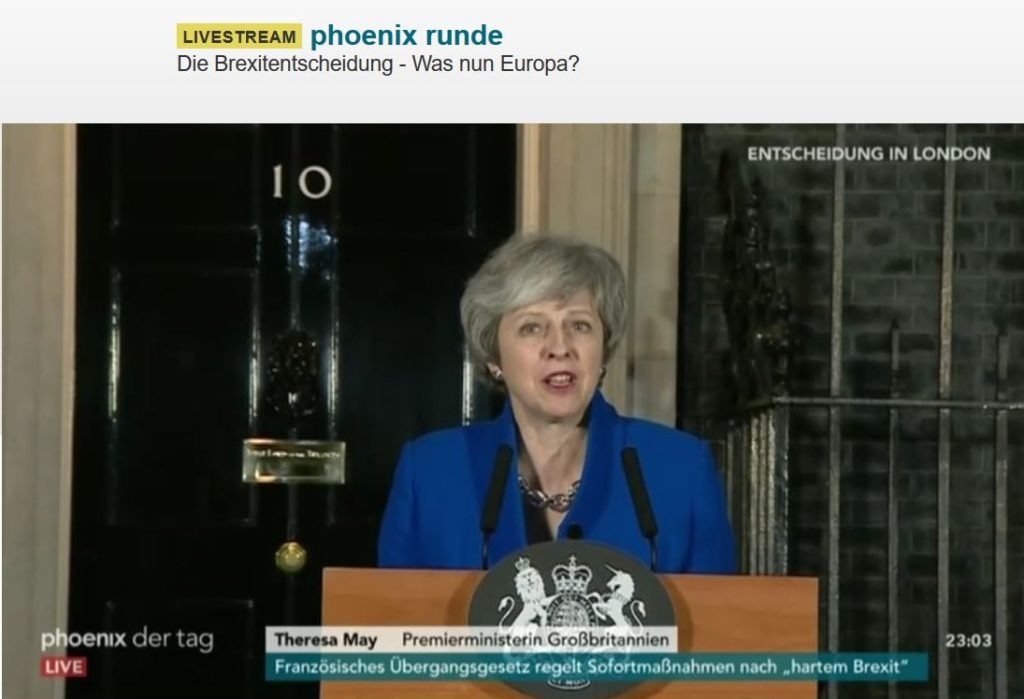 Theresa May vor 10 Downing Street.