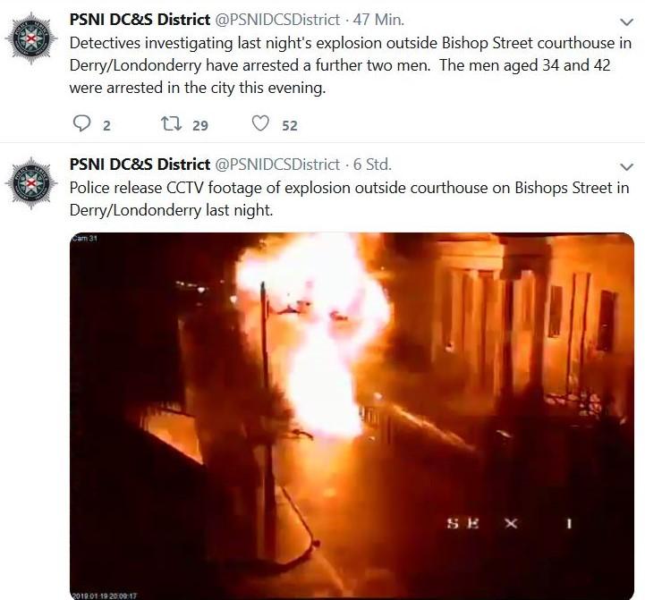 Nach dem Bombenanschlag bildet sichein Feuerball über dem Fahrzeug. Links sind die angrenzenden Häuser zu sehen.