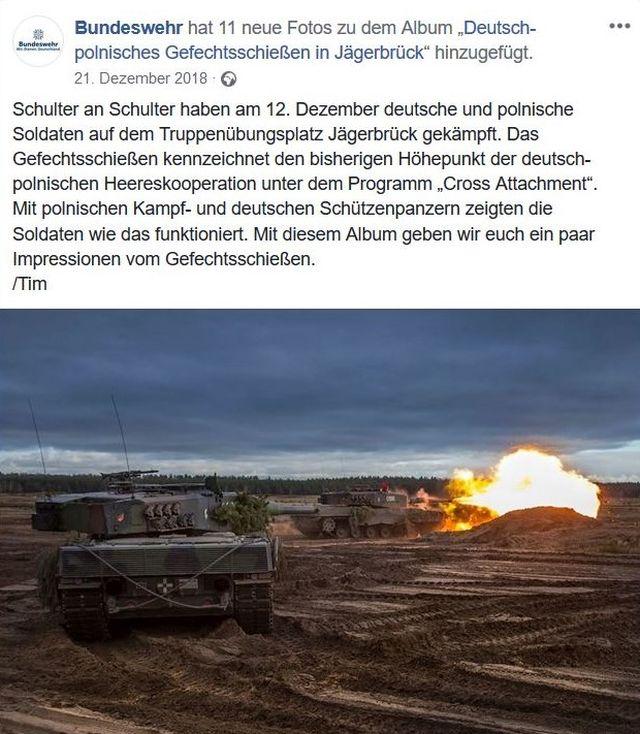 Panzer beim Gefechtsschießen. Feuerball.