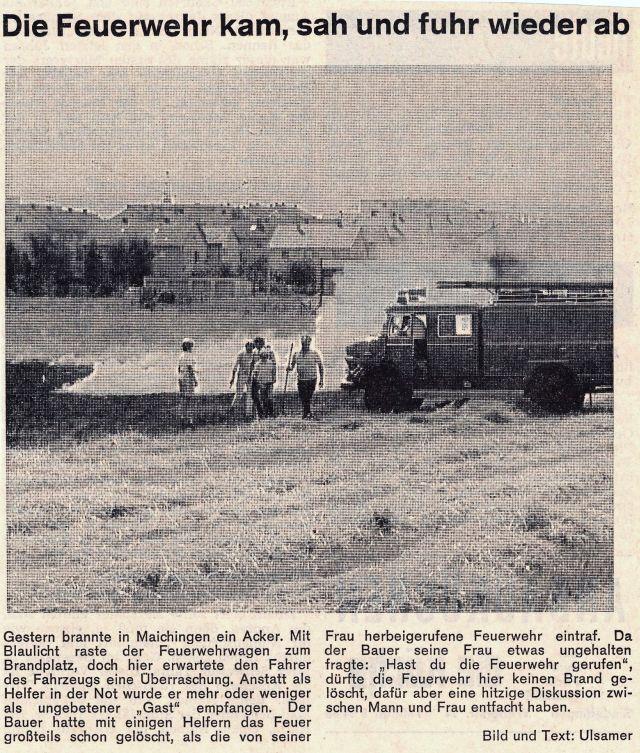 Tanklöschfahrzeug auf einem Feld.