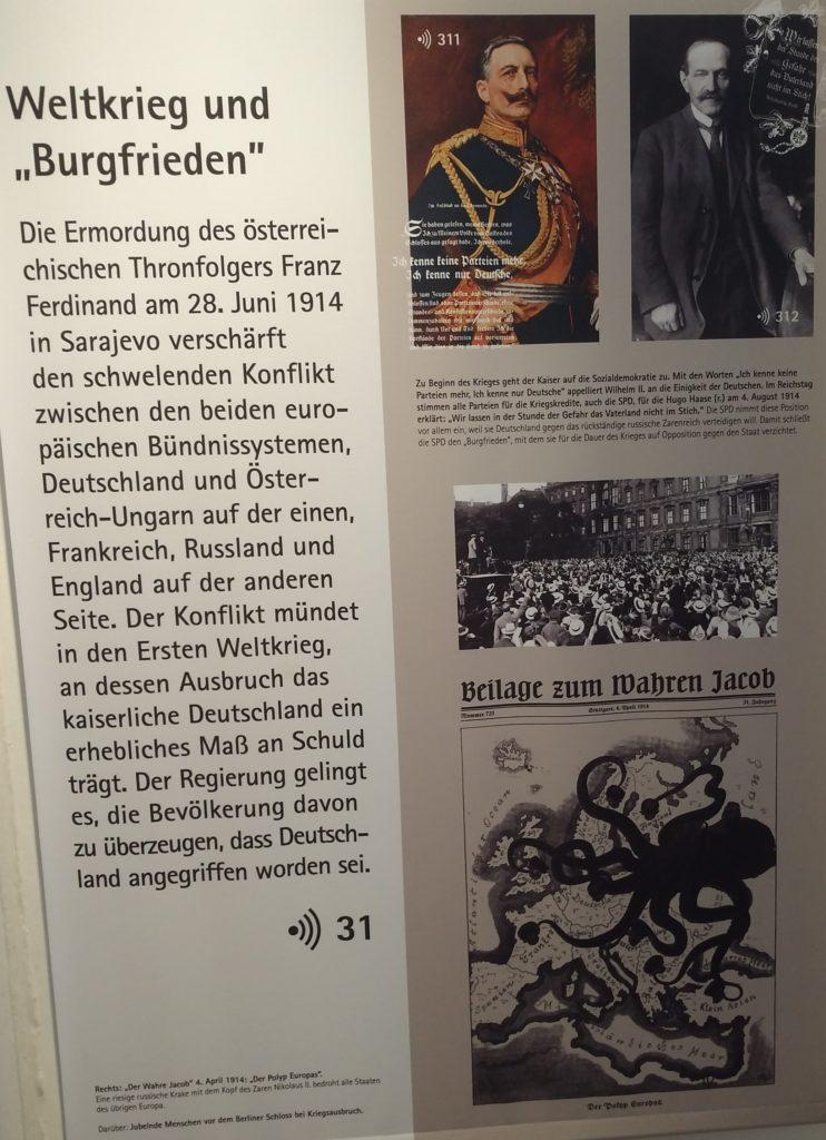 Informationstafel mit dem Titel 'Weltkrieg und 'Burgfrieden'.