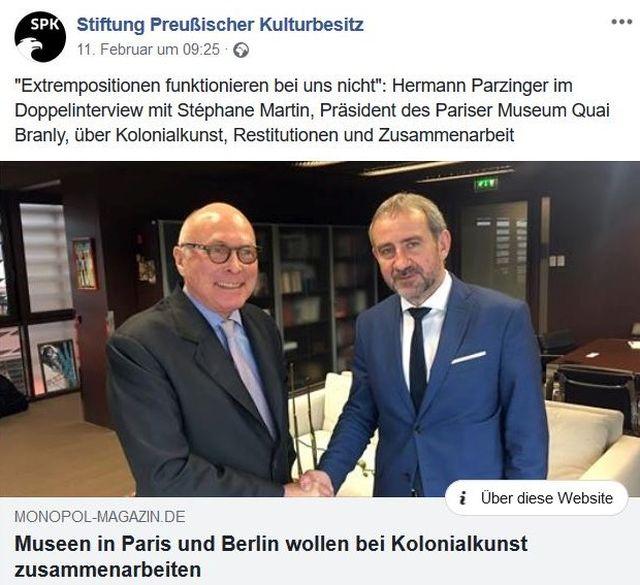 Parzinger und Martin geben sich die Hand in einem Facebook-Post der Stiftung Preußischer Kulturbesitz.