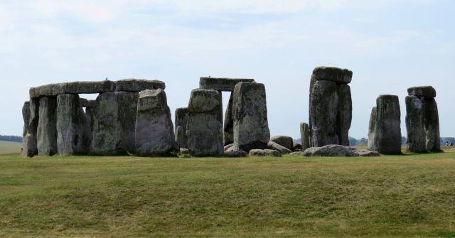 Gewaltige Steine mit einem Gewicht bis zu 45 Tonnen. Teilweise liegen noch die Decksteine oben auf.