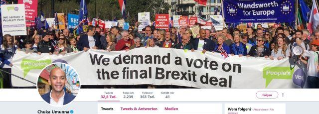 Ein großes Foto auf der Twitter-Seite von Chuka Umunna mit einem Transparent 'We demand a vote on the final Brexit deal'. Daneben ein Bild von Chuka Umunna.