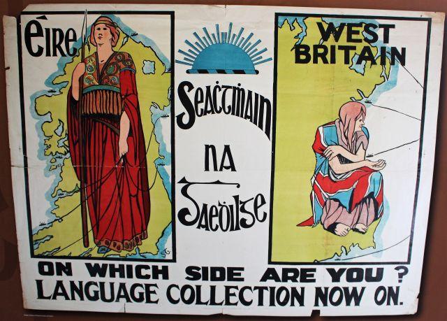Eine Frauengestalt symbolisiert 'Eire' - in einem würdigen roten Umhang mit Speer. Im zweiten Teil des Bildes eine verhärmte Frauengestalt bettelnd mit 'West Britain'.