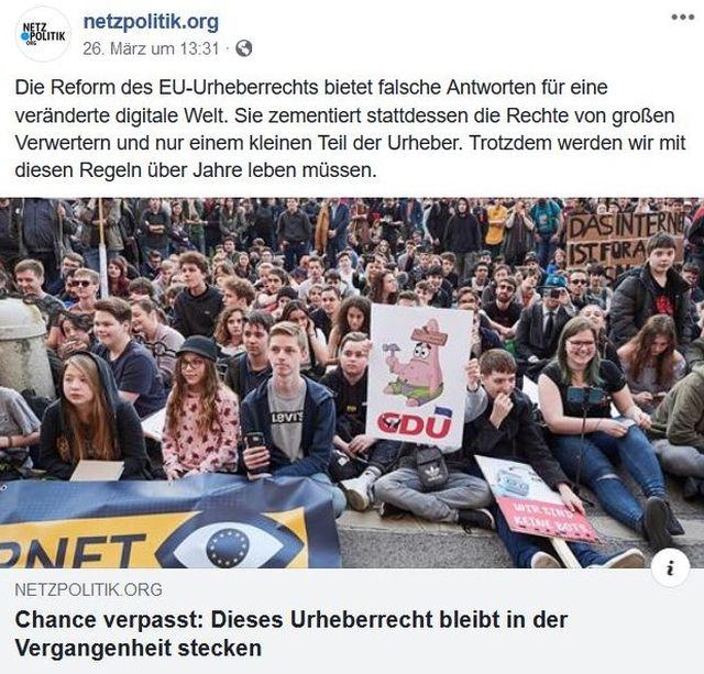 Facebook-Post von netzpolitik.org mit einem Bild protestierender Netz-Aktivisten.
