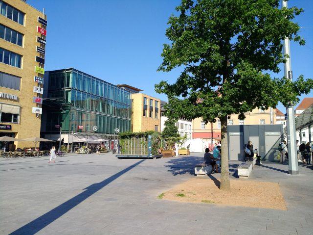 """Die """"StadtOase"""" macht aus dem Bahnhofsvorplatz in Esslingen nicht wirklich ein urbanes Zentrum."""