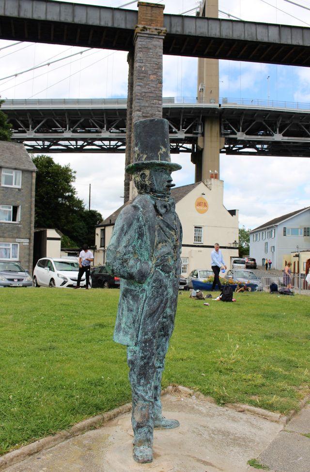 Eine Skulptur von Isambard Kingdom Brunel mit Zigarre.