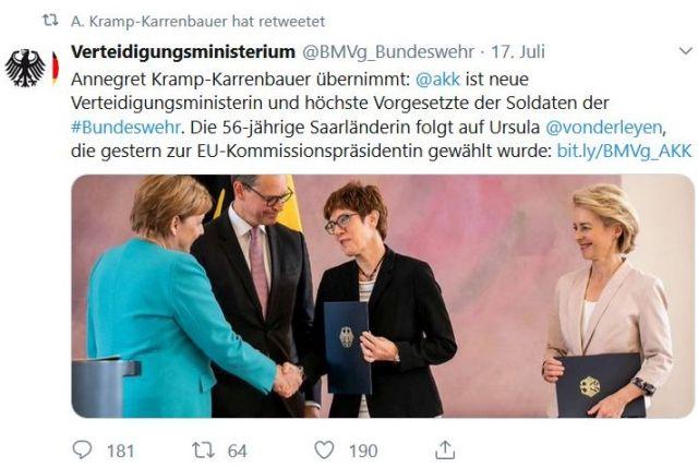 Bundeskanzlerin Merkel gratuliert Annegret Kram-Karrenbauer, rechts daneben Ursula von der Leyen.