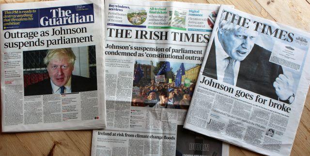 Collage der Titelseiten des Guardian, der Times und des Irish Independent mit großen Überschriften zu Boris Johnsons Versuch, das Parlament zu beurlauben.