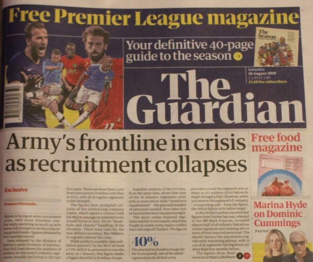 "Farbige Titelseite des Guardian mit der Überschrift ""Army's frontline in crisis as recruitment collapses""."