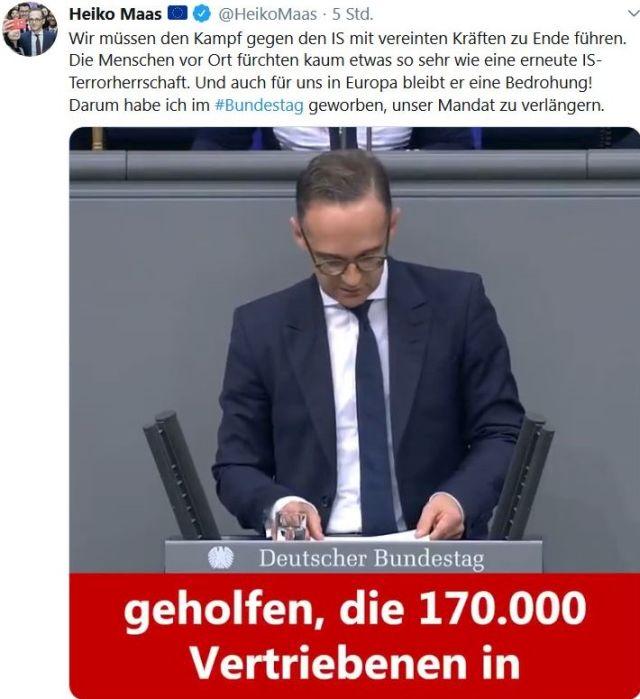 """Heiko Maas am Rednerpult im Bundestag. Text """"geholfen, die 170 000 Vertriebenen in""""."""