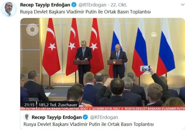 Erdogan und Putin an Rednerpulten vor türkischen und rusischen Flaggen.
