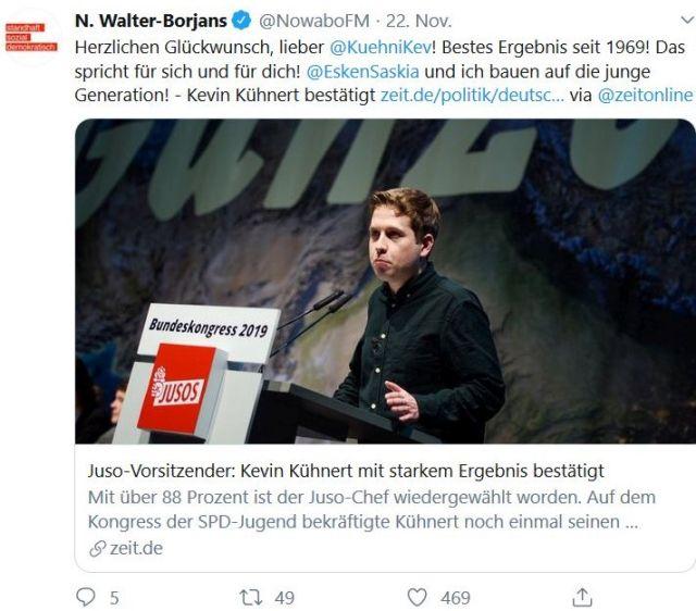 Kevin Kühnert am Rednerpult in einem Tweet von Norbert Walter-Borjans, in dem er dem Juso-Vorsitzenden zur Wahl gratuliert.