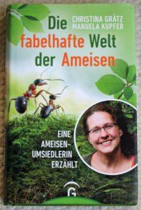 Cover des Buches 'Die fabelhafte Welt der Ameisen' mit einem Foto der Autorin Christina Grätz und Ameisen.