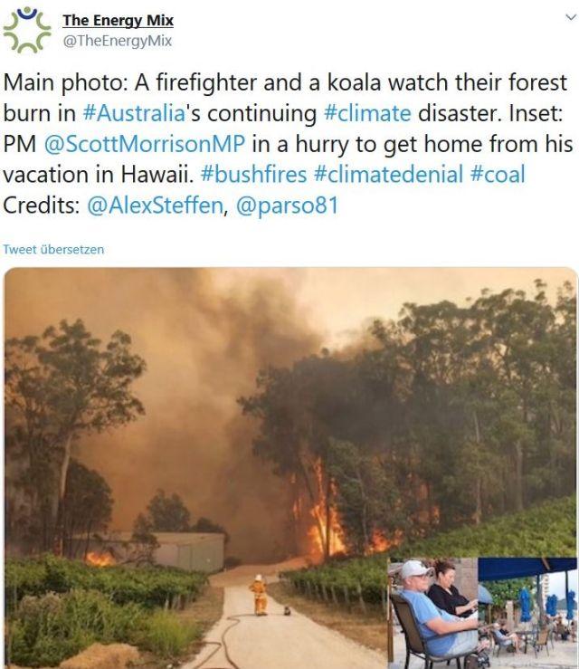 Das Feuer kommt näher, im Mittelpunkt des Bildes ein Feuerwehrmann und ein Koala. Eingeklinkt Premier Morrison mit einem Drink in Hawaii.