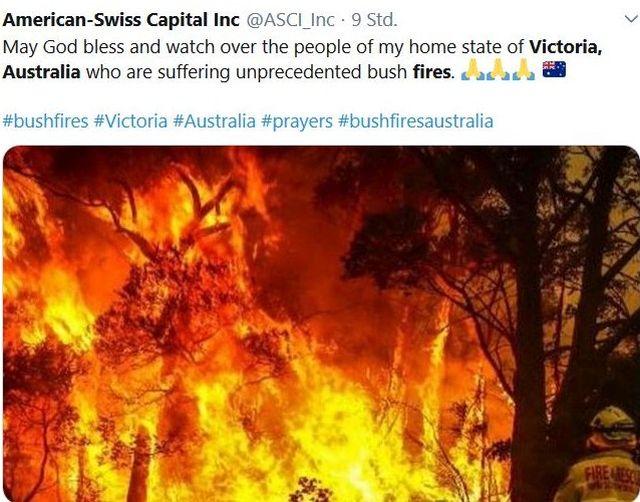 Das Foto in diesem Tweet zeigt brennende Bäume. Die rot-gelben Flammen haben das Gehöz komplett erfasst.