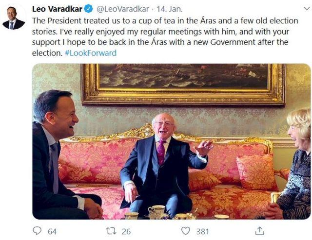 Leo Vardkar links, geradeaus sitz der irische Präsident Higgins, rechts angeschnitten eine blonde Frau.