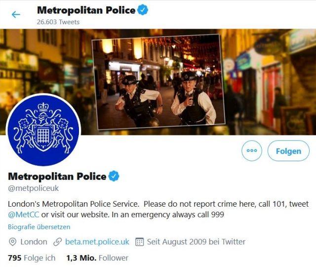 Twitter-Seitre der Metropolitan Police in London. Zwei Beamte in Uniform.