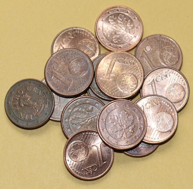 Kleines Häufchen von Ein-Cent-Münzen.