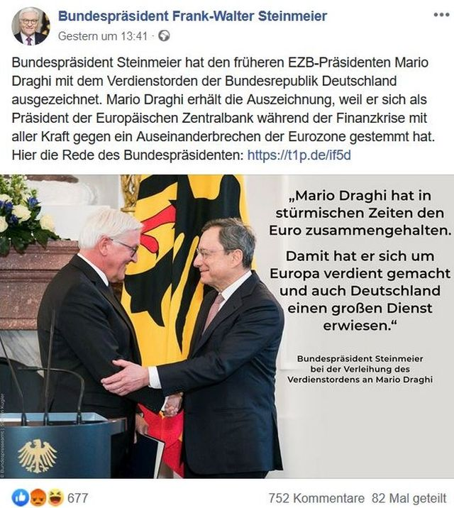 Bundespräsident Steinmeier schüttelt Mario Draghi vor der deutschen Fahne die Hand.