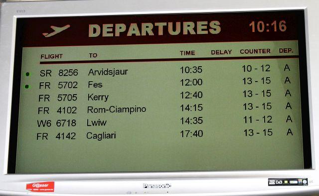 Anzeigetafel für die Abflüge in Hahn. In sieben Stunden nur sechs geplante Abflüge.